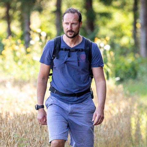 28. August 2020  Mit Rucksack und besonders dicken Wanderstiefel hat sich Prinz Haakon auf den Weg gemacht, die alte Flüchtlingroute von Oslo bis zur schwedischen Grenze zu meistern.