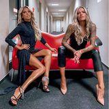 """Heiß, heißer, dieses Duo! Sylvie Meis und Sophia Thomalla setzen sich auf einer knallroten Couch in Szene und die Fans drehen durch. Beide sind Teil der RTL-Show """"Denn sie wissen nicht, was passiert""""."""