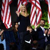 Ivanka Trump präsentiert sich beim Nominierungsparteitag der Republikaner gewohnt selbstbewusst. In einem schwarzen Ensemble von Designerin Gabriela Hearst (übrigens eins der Lieblingslabels von Herzogin Catherine) für rund 2.800 Euro wählt sie den zweiten teuren Designer-Look in diesen Tagen...