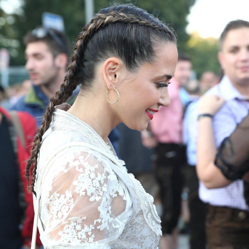 MandyCapristo mit Boxer Braids auf der Madlwiesn.
