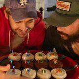 """1. September 2020  """"Manchmal kommen Wunder zu zweit"""", schreibt Heidi Klum, die ihren Tom heirateteund so noch einen Kaulitz dazu bekam. Die Zwillingsbrüder Bill und Tom sind unzertrennlich und feiern natürlich auch ihren Geburtstag gemeinsam. Zum Ehrentag gibt es von Heidi nicht nur leckeren Kuchen, sondern auch liebeGeburtstagsgrüße via Instagram."""