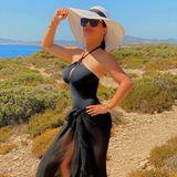Herzlichen Glückwunsch, Salma Hayek! Die Schauspielerin feiert heute (2. September) ihren 54. Geburtstag – und präsentiert zu diesem Anlass ihren Wahnsinns-Körper auf Instagram. Im Griechenland-Urlaub lässt die gebürtige Mexikanerin aktuell die Seele baumeln, ihr sexy Outfit zieht – trotz der vermeintlichen Einöde – alle Blicke auf sich.