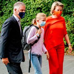 1. September 2020  Erster Schultag für Eléonore in der Sekundarstufe. Begleitet wird die Prinzessin zu der neuen Schule an diesem besonderen Tag natürlich von ihren Eltern König Philippe und Königin Mathilde.
