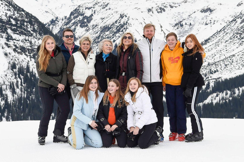 We Are Family: Die niederländischen Royals in ihrem traditionellen Familien-Skiurlaub im Februar 2020. Prinzession Eloise (links unten) strahlt mit ihren Cousinen und Geschwistern um die Wette.