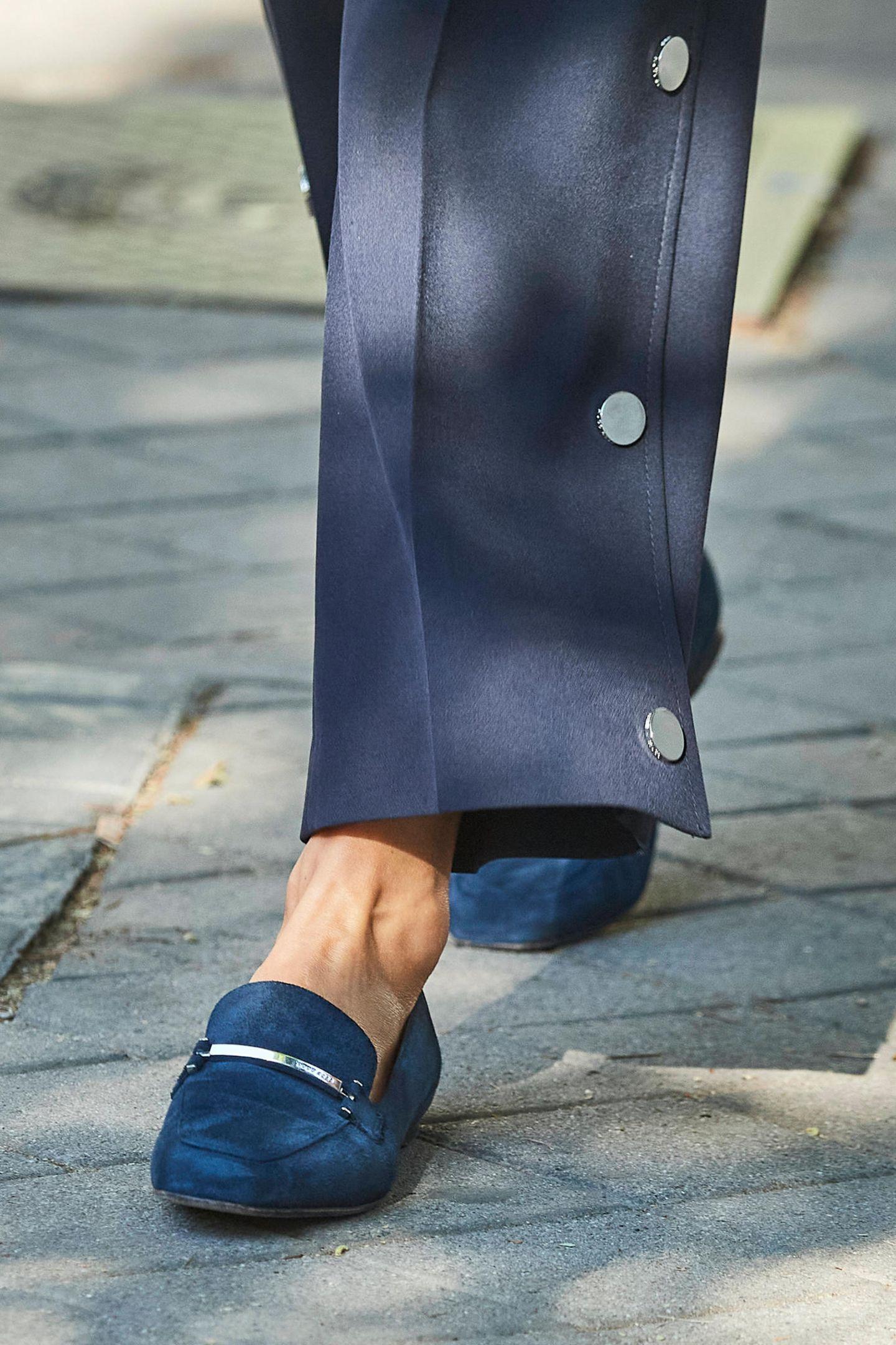 Königin Letizia trägt Loafer von Hugo Boss