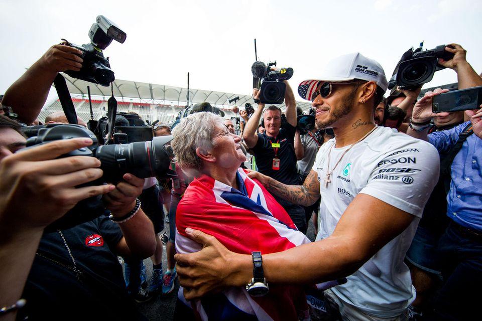 Lewis Hamilton mit seiner Mutter Carmen