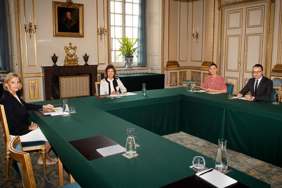 Königin Silvia (2.v.l.),Prinzessin Victoria (2.v.r.) und Prinz Daniel am 2. September im Stockholmer Schloss.
