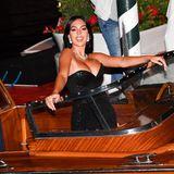 Cristiano Ronaldos Partnerin Georgina Rodriguez ist ihr Luxusleben auf Jachten gewohnt, im etwas kleineren venezianische Wassertaxi lässt es sich aber auch ganz gut posieren.