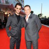 Den französischen SchauspielstarsPierre Niney and Benoît Magimel ist der Mindestabstand egal.