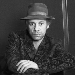 """3. September 2020: Birol Ünel (59 Jahre)  Trauer um den """"Gegen die Wand""""-Star: Birol Ünel erlag mit nur 59 Jahren in Berlin einem Krebsleiden. Der Schauspieler erhielt für seine Hauptrolle in Fatih AkinsFilm 2004 den Deutschen Filmpreis."""