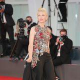 Für einen Look mit aufwendig besticktem Oberteil entschied sich Cate Blanchett - er stammt aus dem Hause Alexander McQueen.