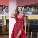 Sexy wurde es auch beiMadalina Ghenea, die eine rote Robe vonZuhair Murad mit hohem Schlitz und tiefem Ausschnitt trägt.