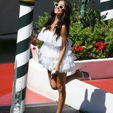 ... genau wie die italienische Schauspielerin Giulia De Lellis - ihr Kleid ist kurz und weiß.