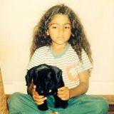 Camila McConaughey  Der süße Lockenkopf erinnert sich mit diesem Throwback-Bild an ihren ersten Hund Bobby, der so unerzogen war, dass Camilas Vater ihn wieder weggegeben hat. Matthew McConaugheys schöne Frau vermutet, das sei der Grund, jedes Tier behalten zu wollen, das sie sieht.