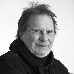 28. August 2020: Uli Stein (73 Jahre)  Der aus Hannover stammende Cartoonist Uli Stein, ist im Alter von 73 Jahren in seinem Haus nahe seiner Geburtsstadt verstorben.Ulrich Steinfurth, wie der Künstler mit gebürtigem Namen hieß, litt an Parkinson. Seine menschlichen wie tierischen Cartoon-Figuren haben ihn weltberühmt gemacht und absoluten Kultstatus erreicht. Man kennt sie von Postkarten, Büchern und Kaffeetassen.