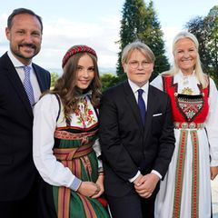Der Konfirmand mit seinen Eltern Prinz Haakon, Prinzessin Mette-Marit, Schwester Prinzessin Ingrid Alexandra und Halbbruder Marius Borg Høiby.