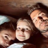 6. September 2020  Kuscheln geht bei Familie Beckham immer. Auch wenn Harper nicht alleine schlafen möchte und nachts zu ihren Eltern Victoria und David ins Bett klettert.