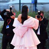Auf dem roten Teppich von Venedig im Fokus der Fotografen zu stehen, ist sicher auch für Instagram-Star Ludovica Valli ein Highlight.