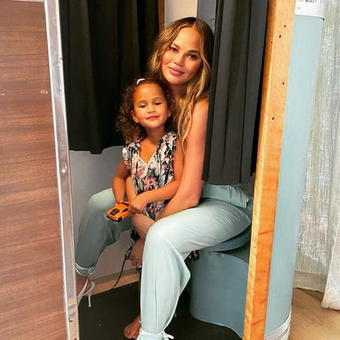 Chrissy Teigen + Tochter Luna