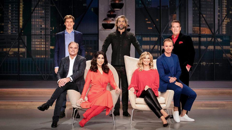 """Carsten Maschmeyer, Nils Glagau, Ralf Dümmel,Georg Kofler, Judith Williams, Dagmar Wöhrl und Nico Rosberg in """"Die Höhle der Löwen"""" auf VOX und TVNow"""