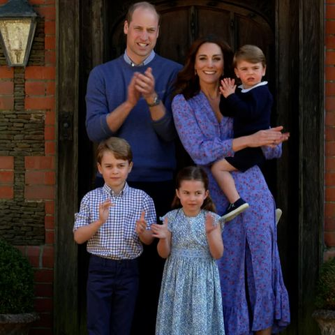 Prinz William und Herzogin Catherine klatschen während des Corona-Lockdowns im April 2020 für den National Health Service, das staatliche Gesundheitssystemin Großbritannien.