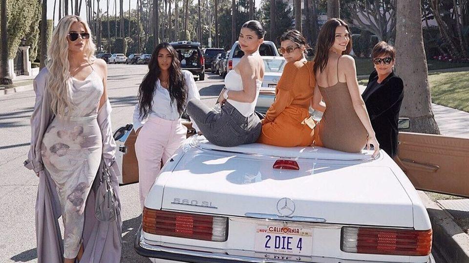 Khloé, Kim, Kylie, Kourtney, Kendall, Kris