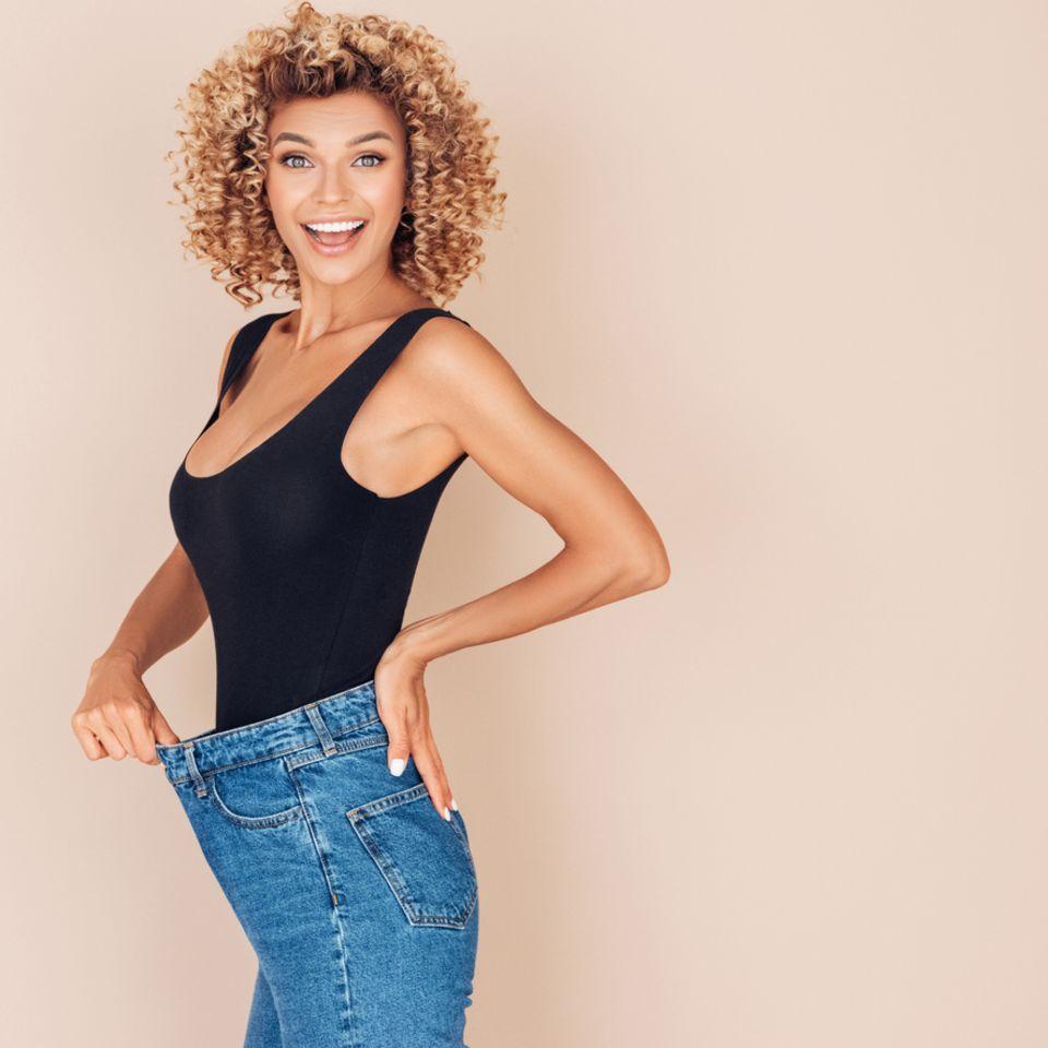 Junge Frau verliert an Gewicht