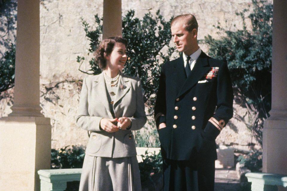 Die damalige Prinzessin Elizabeth und Prinz Philip verbringen bereits 1947 ihren Honeymoon auf Malta und leben dort für ein paar Jahre ein beschauliches und sehr privates Leben.