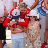 Schmollt da etwa jemand? Prinz Jacques und Prinzessin Gabriella scheint esganz und gar nicht zu gefallen, dass ihre Mama als Teammitglieder der Chalennge die nächsten 24 Stunden zwischen Calvi und Monaco auf dem Wasser sein wird.