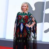 Während den diesjährigen Filmfestspielen in Venedig hat Cate Blanchett auf dem Red-Carpet bereits mehrfach ihren überaus guten Geschmack bewiesen. Doch dieses Hingucker-Kleid mit Schmetterlingselementen setzt dem noch einmal das Krönchen auf. Denn das Armani-Kleid brilliert nicht nur durch seine aufwendigen Stickereien...