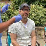 12. September 2020  Ryan Reynolds lässt einen Corona-Test machen, und die Bilder, die Ehefrau Blake Lively davon geschossen hat, zeigen, dass das ein wenig unangenehm in der Nase kitzeln kann.