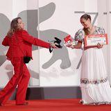 """Über den """"Löwen der Zukunft"""" können sich Regisseurin Ana Rocha de Sousa und Paula Alvarez Vaccaro für ihre Debüt-Arbeit freuen."""