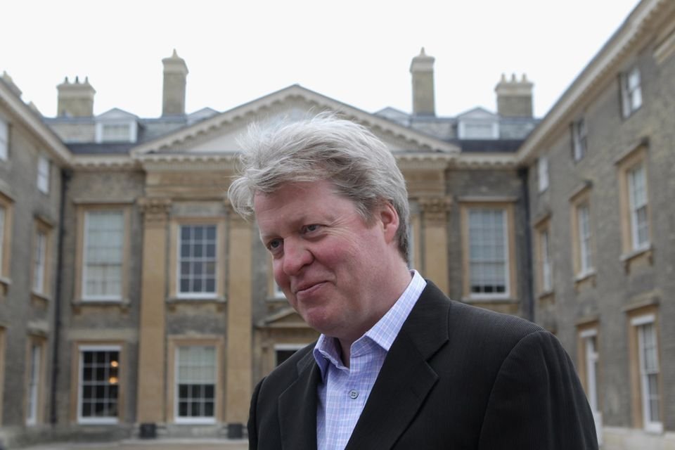 Charles Spencer, der 9. Earl of Spencer, vor dem Familienanwesen Althorp.