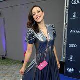 """Besonders viel Spaß scheint auch Jasmin Wagner aka Blümchen zu haben: Die Sängerin strahlte in ihrem extravaganten Kleid von """"Zadig & Voltaire"""" mit den Scheinwerfern um die Wette."""