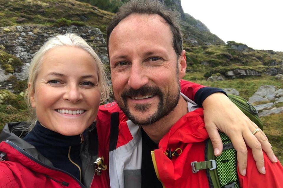 14. September 2020  Prinzessin Mette-Marit und Prinz Haakon senden Grüße via Instagram. Das Kronprinzenpaar ist in Westnorwegen unterwegs und genießt die Natur.