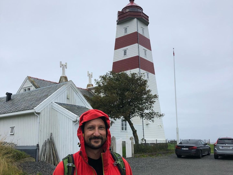 In dem Fischerdorf Alnes besuchen Haakon und Mette den alten Leuchtturm.