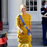 Bei diesem Look scheint es, als würde die Sonne gleich noch einmal aufgehen: Königin Máxima erscheint in einer goldfarbenen Robe zum Prinsjesdag.