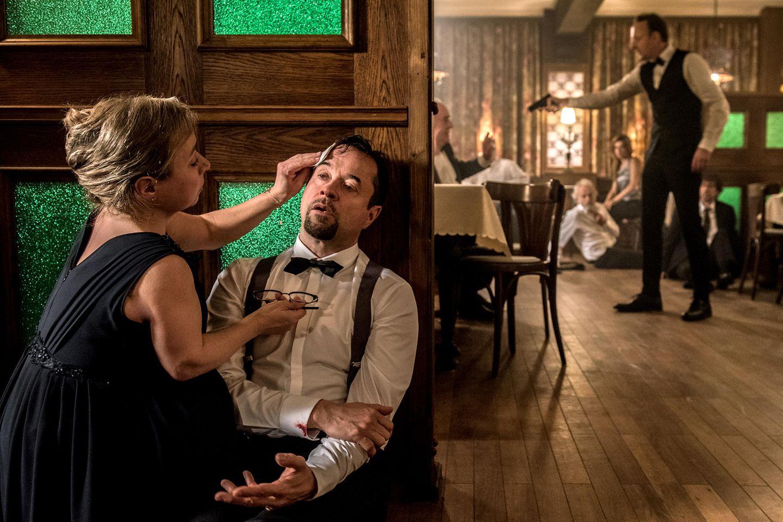 """Christine Urspruch und Jan Josef Liefers im Tatort """"Feierstunde"""" (2016)."""