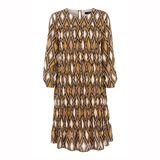 Herbstlicher könnte ein Kleid kaum aussehen: Dieses elegante Dress ist schlicht geschnitten und wild gemustert - die perfekte Kombi! Die Farben erinnern an das erste Laub und lassen sich perfekt kombinieren. Von Steffen Schraut, 449 Euro