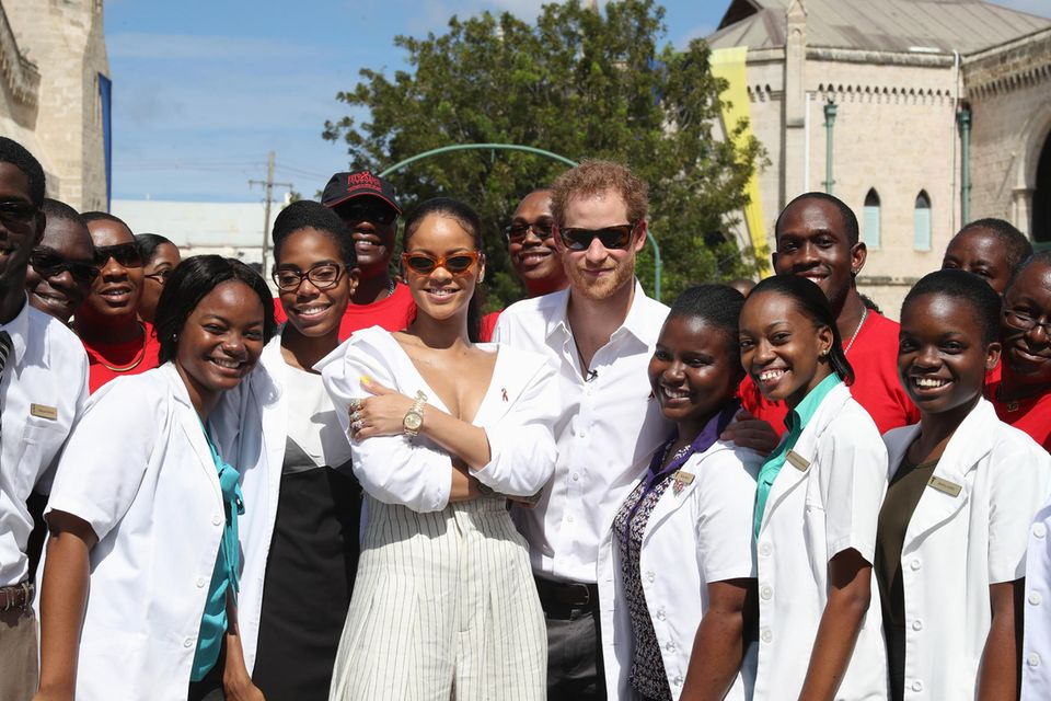 Rihanna und Prinz Harrymit Freiwilligen bei der 'Man Aware'-Veranstaltung der Nationalen HIV/AIDS-Kommission von Barbados am 1. Dezember 2016 in Bridgetown.