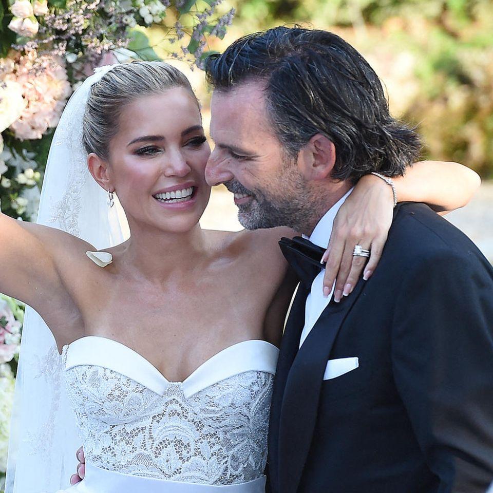 Sylvie Meis und Niclas Castello strahlen an ihrem Hochzeitstags