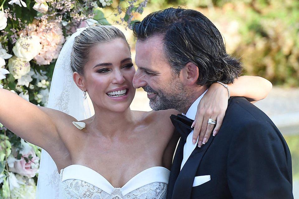 Sylvie Meis und Niclas Castello strahlen an ihrem Hochzeitstag