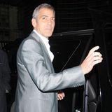 George Clooney zählte zu den ersten Promis, die ein voll elektrisches Auto besaßen und auch tatsächlich fuhren. Das süße Gefährt sollte angeblich ein echter Frauenmagnet sein und kokettierte mit seinem drolligen Aussehen. Der Tango T600, der durch sein schmales Äußeres …