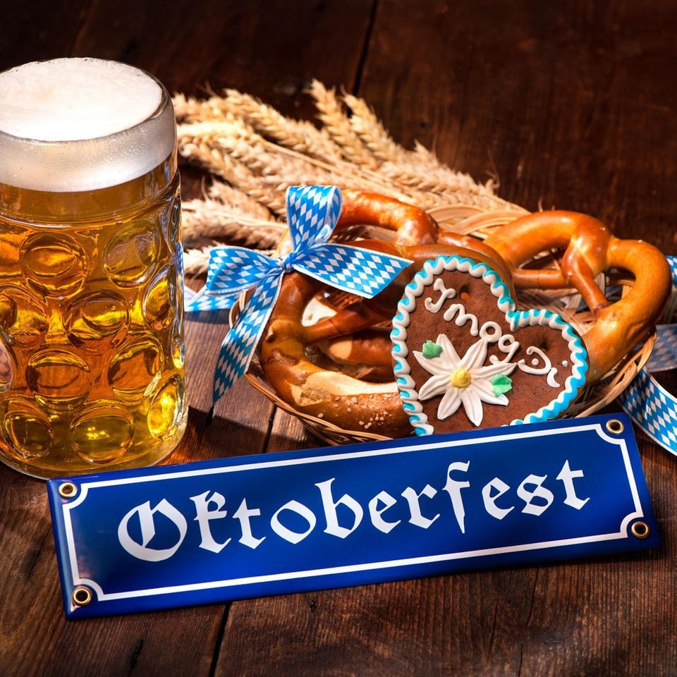 Oktoberfest-Deko, Brezel, Bier, Lebkuchenherz, Blaue-Weiße Deko