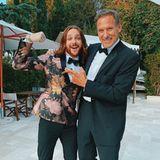 Zwei Prachtkerle: Riccardo Simonetti zeigt Ralf Möller stolz seine Muskeln. Beide machen im schicken Anzug eine tolle Figur!