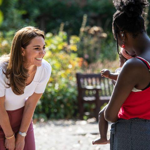 Herzogin Catherine tauscht sich bei einem Treffen mit Müttern über deren Herausforderungen während des Lockdowns aus.