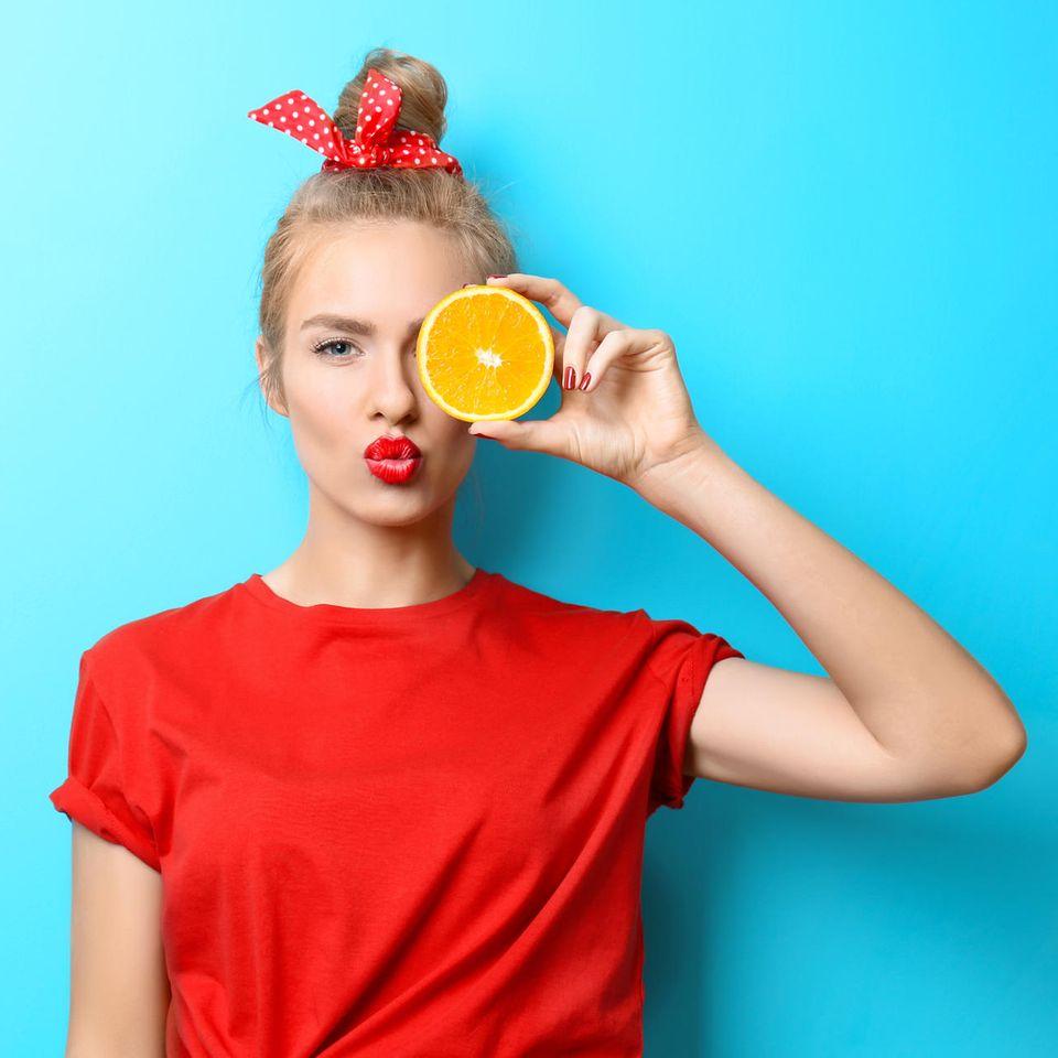 Orangenöl: Das Öl aus den Schalen der Orangen ist ein tolles Mittel für die Schönheitspflege.