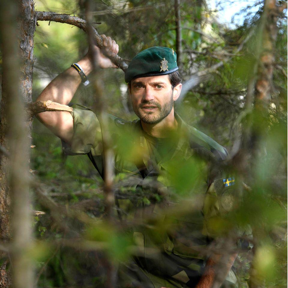 Trotz Tarnung ist und bleibt der Prinz, derseit 2014 den militärischenRangeinesMajors bekleidet,ein echter Hingucker.