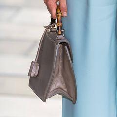 Ein besonderes Highlight ist die Mini-Bag von Prinzessin Sofia. Das reduzierte Design und der Holzgriff erinnern an Taschen aus den 50er-Jahren.