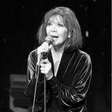 """23. September 2020: Juliette Gréco (93 Jahre)  Die französische Sängerin und Schauspielerin Juliette Grécowurde in den 1950er- und 1960er-Jahren mit Chansons wie """"Déshabillez-moi"""" weltberühmt. Sie galt als """"Muse der Existenzialisten"""" und prägte mit ihrer dunklen Stimme und schwarzen Kleidung eine ganze Generation. Nun ist die """"Grande Dame de la Chanson"""" imsüdfranzösischen Ramatuelle im Alter von 93 Jahren verstorben."""